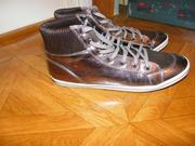 продаю спортивные ботинки